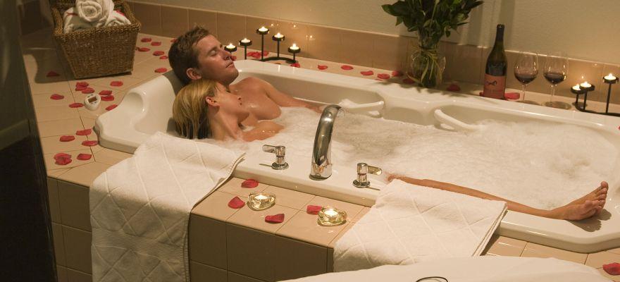 Praleistas laikas vonios kambaryje – sėkmingos poros garantas